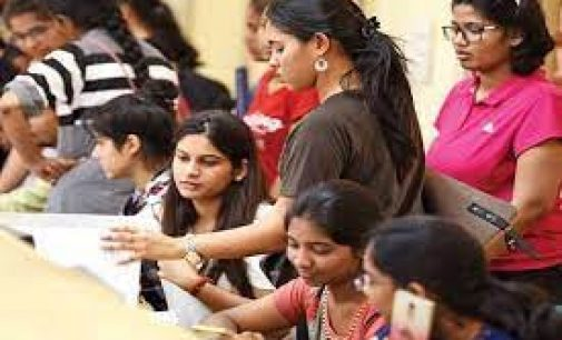 """Maharashtra govt allows students affected by cyclone to appear for final-year UG exams again<span class=""""rating-result after_title mr-filter rating-result-5986""""><span class=""""no-rating-results-text"""">Your rating was 80%</span></span>"""